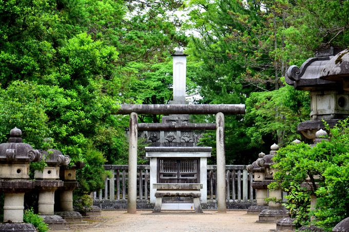 日本遺産 富山・高岡に鎮座する背の高〜い墓! 「前田利長墓所」