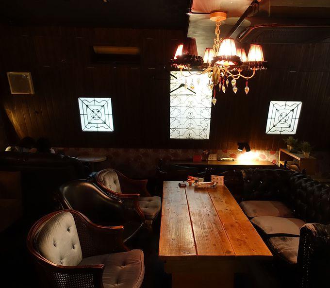 銀座のおしゃれなカフェ「アパルトマン301」店内の雰囲気