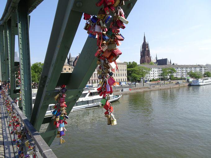 恋人たちの聖地アイゼルナー橋