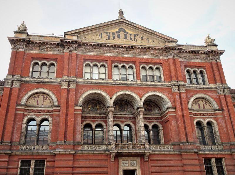 ロンドン「ヴィクトリア&アルバート博物館」は行列ができる人気博物館