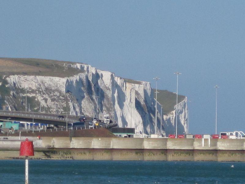 英国必見スポット!映画にも登場するドーヴァーの白い崖と城