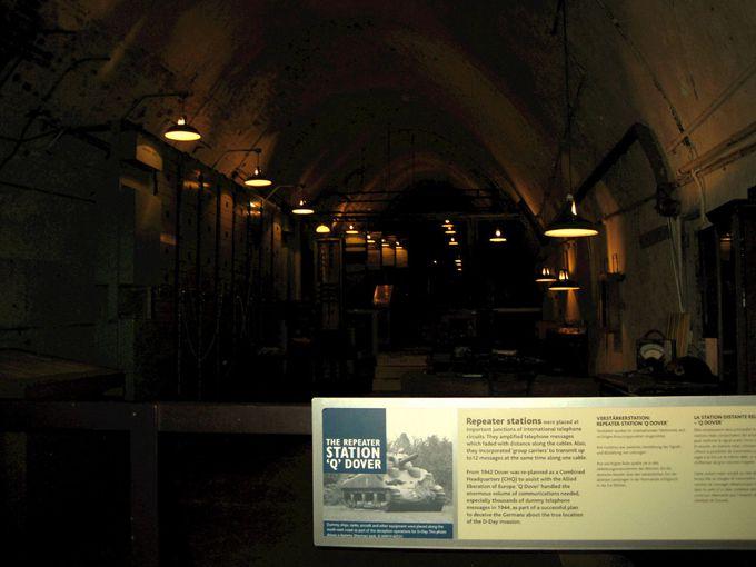 リアルな防空壕「戦争博物館」