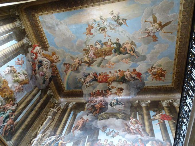 見上げてみると素晴らしい天井が沢山