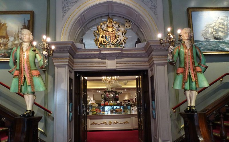 紅茶だけじゃない!ロンドン「フォートナム・アンド・メイソン」本店の魅力