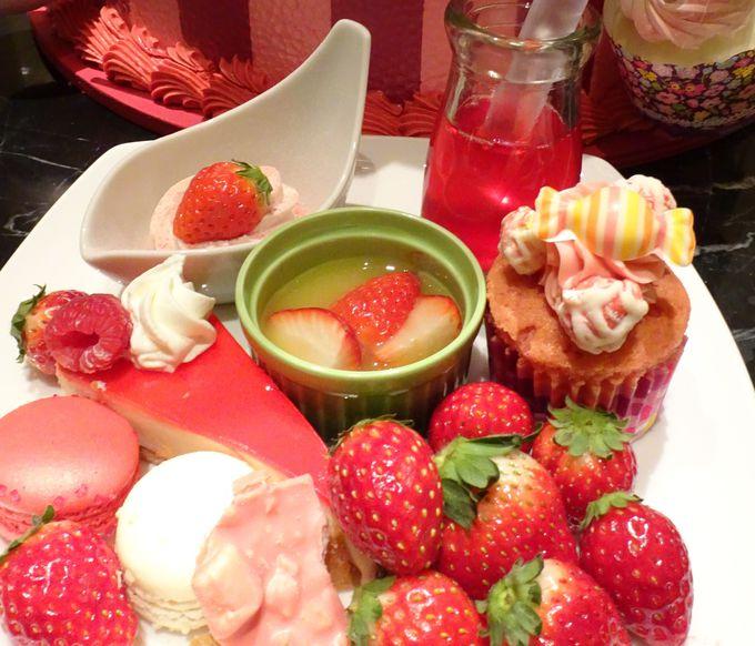 60種類以上のお料理とデザートが楽しめる「ストロベリーデザート&ディナーブッフェ」