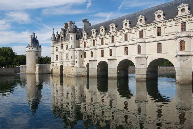 ちょっと珍しい!川の上に建てられたお城