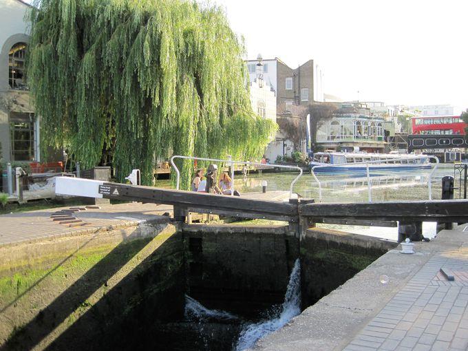 ロックな街に現れる風情あるリージェンツ運河
