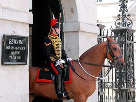 """超穴場!ロンドン""""近衛騎兵隊交代式""""見学なら「ホースガーズ」"""