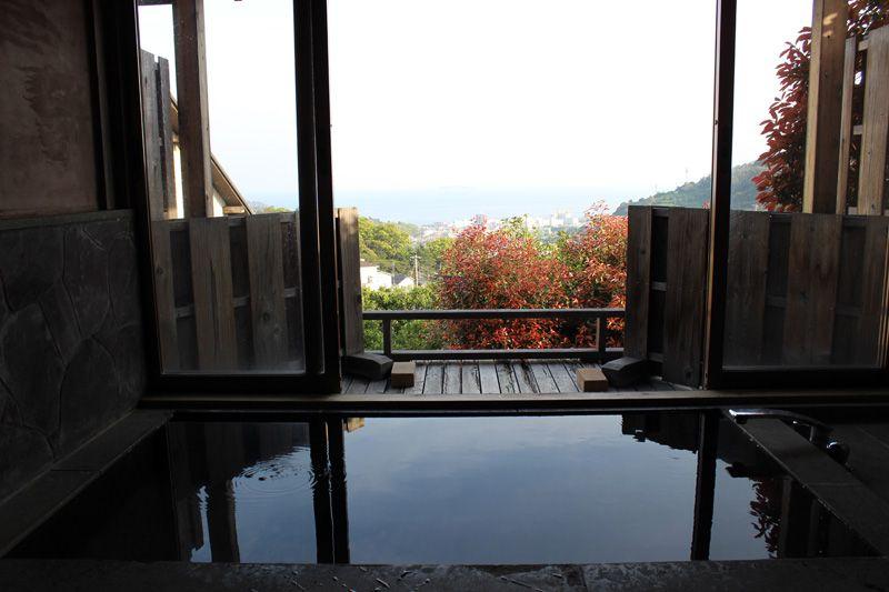 湯河原の街と相模湾の絶景を楽しめる!デザイナーズ展望露天風呂。