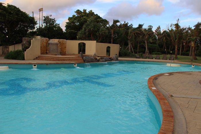 充実の施設!宿泊者無料の屋内外のプールでリラックス♪