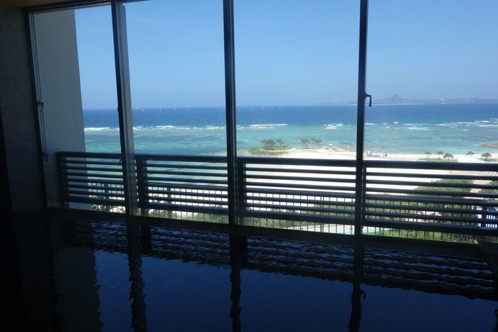 インフィニティ風呂でリフレッシュ!「ホテル オリオン モトブ リゾート&スパ」沖縄で希少な天然温泉