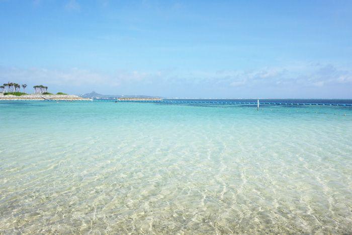 周辺施設やアクティビティが満載!美しい絶景の国営公園のエメラルドビーチに感動!