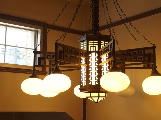 温かな講堂の灯り