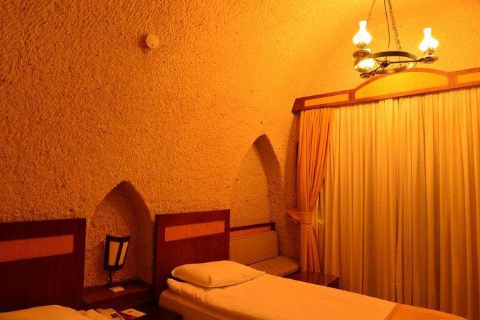 シンプルで上品な洞窟の部屋