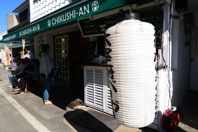 にぎわう参道沿いそばに、うわさのお店