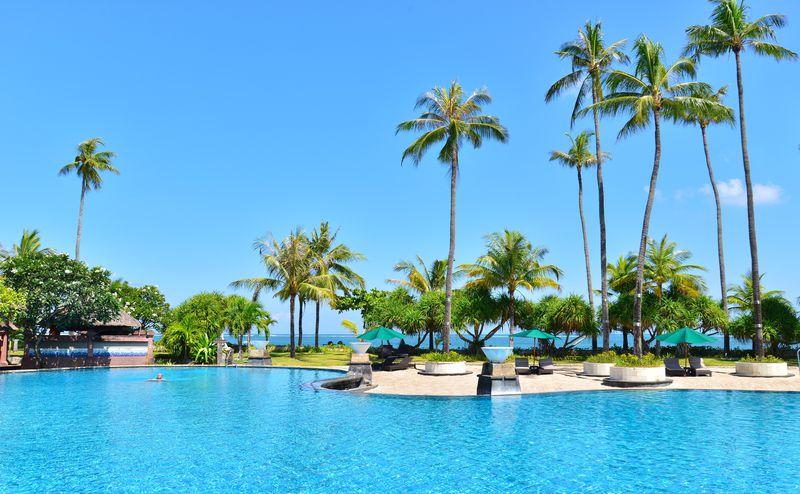 空と海とプールの青が溶けあうホテル!バリ島「パトラ ジャサ バリ」