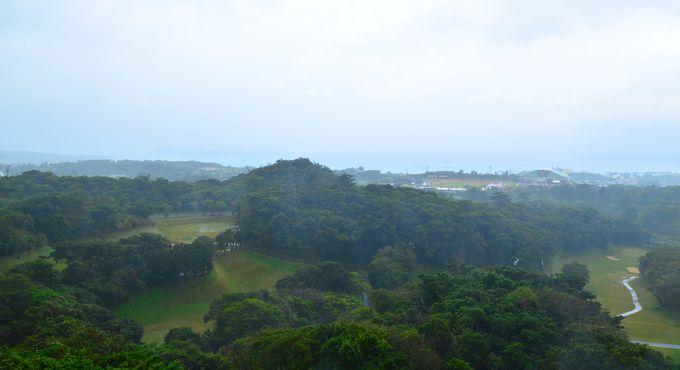瀬底島や伊江島を望める 豊かな自然のパノラマ