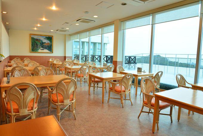 部屋でも、レストランでも、望める青い海