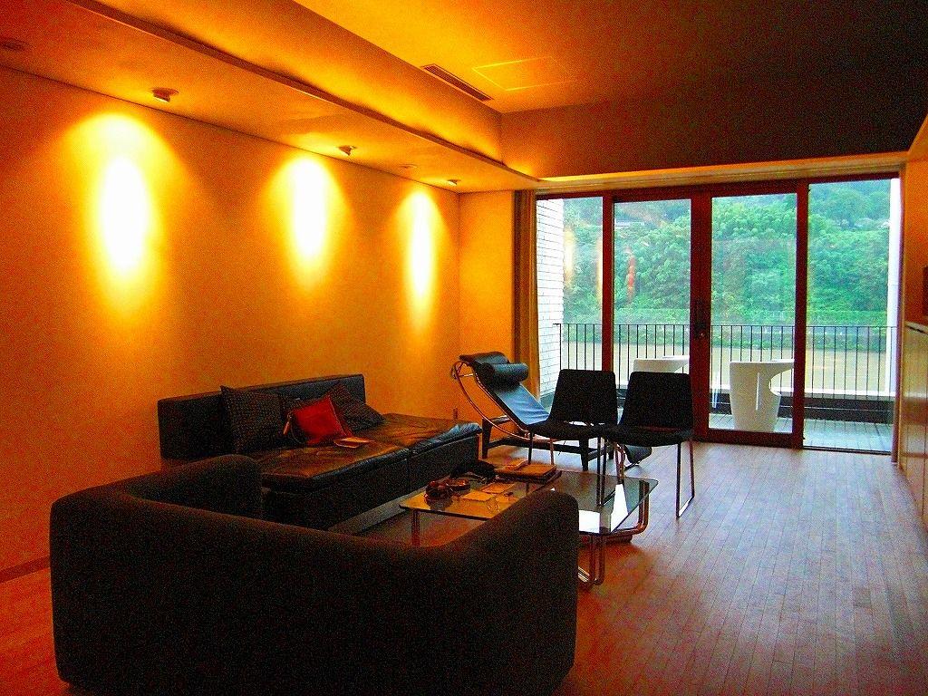神通川に面した客室はラグジュアリー&エレガンス