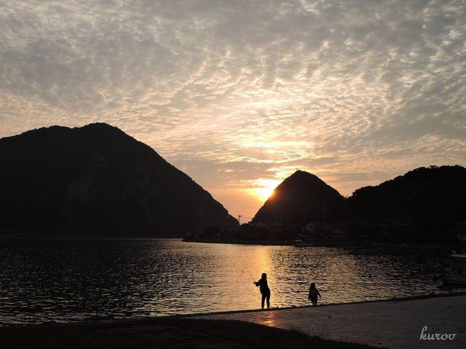 カフェ「和蘭館」のウッドデッキから眺める夕陽は絶景!夕暮れ時間はまた格別。