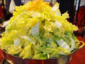 白菜のエベレストや!これぞ滋賀名物「びわこ食堂」とりみそ鍋|滋賀県|トラベルjp<たびねす>