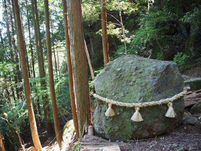 落ちても割れなかった巨石!「根子岳」の「猫の王」伝説