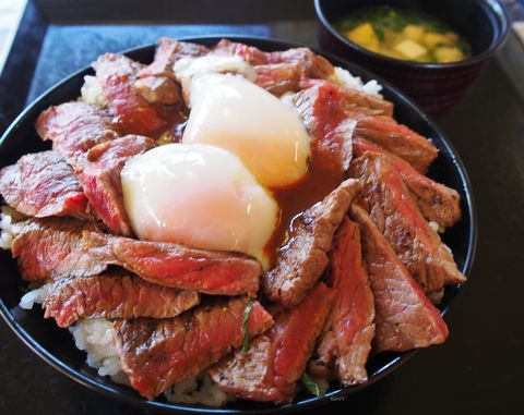 超絶うまい阿蘇「やま康」の赤牛丼より人気!「赤牛サーロインステーキ」