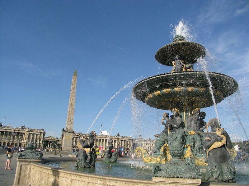 パリで一番有名な広場は、革命時の処刑場・コンコルド広場