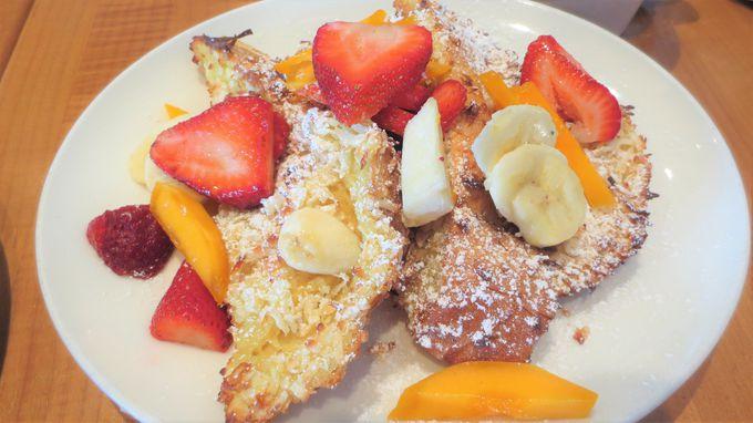 ニューポート・ビーチのセレブにも人気のカフェ「プラムス・カフェ」で腹ごしらえ