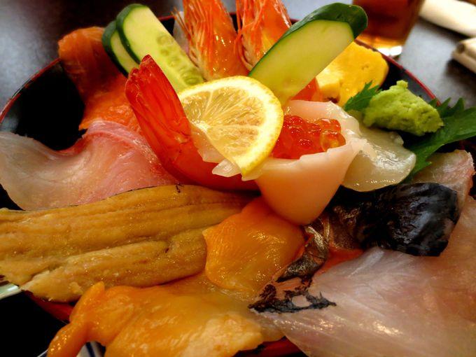 器が見えない海鮮丼に感動!「おさかな工房 浜商 浜鮨」