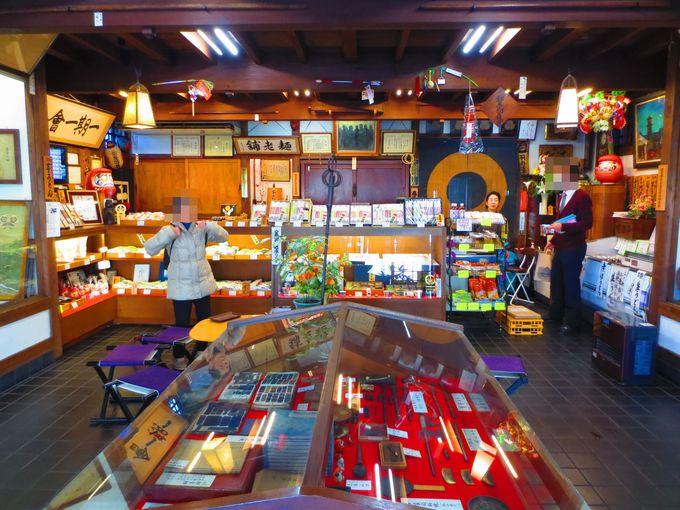 店内はもはや博物館!芋うどんが人気の「舟運亭 戸田製麺」