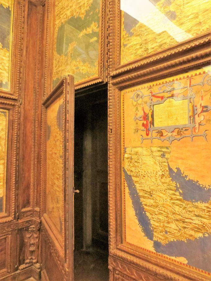 「秘密の通路ツアー」で宮殿の裏側へ