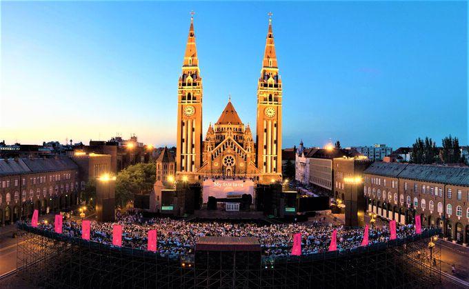セゲドの町が一年で一番盛り上がる!真夏の夜の野外フェスティバル