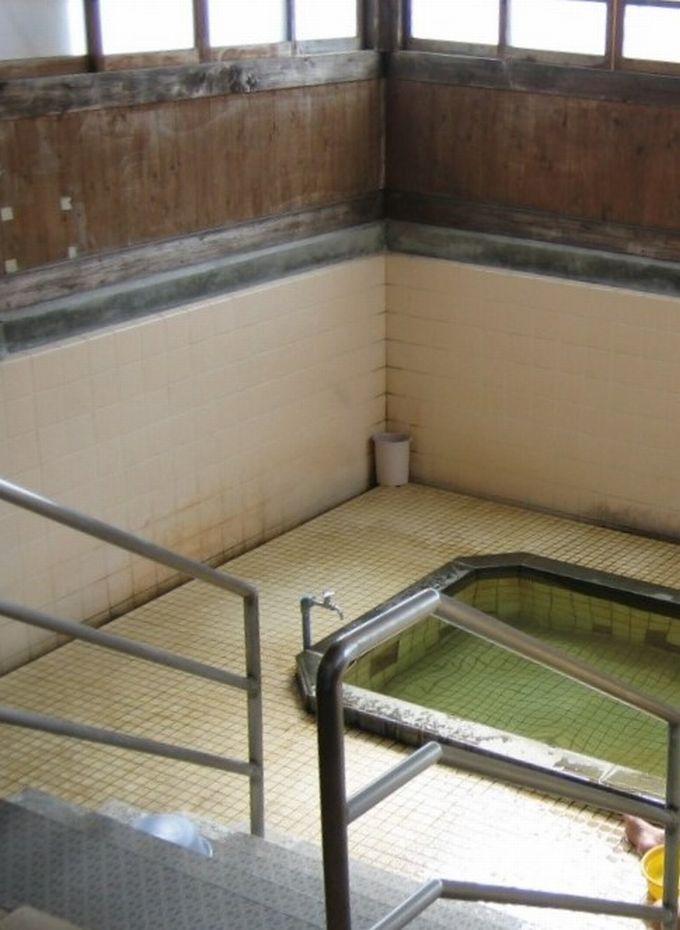 お寺?古民家?温泉施設に見えない外観が光る「永石温泉」