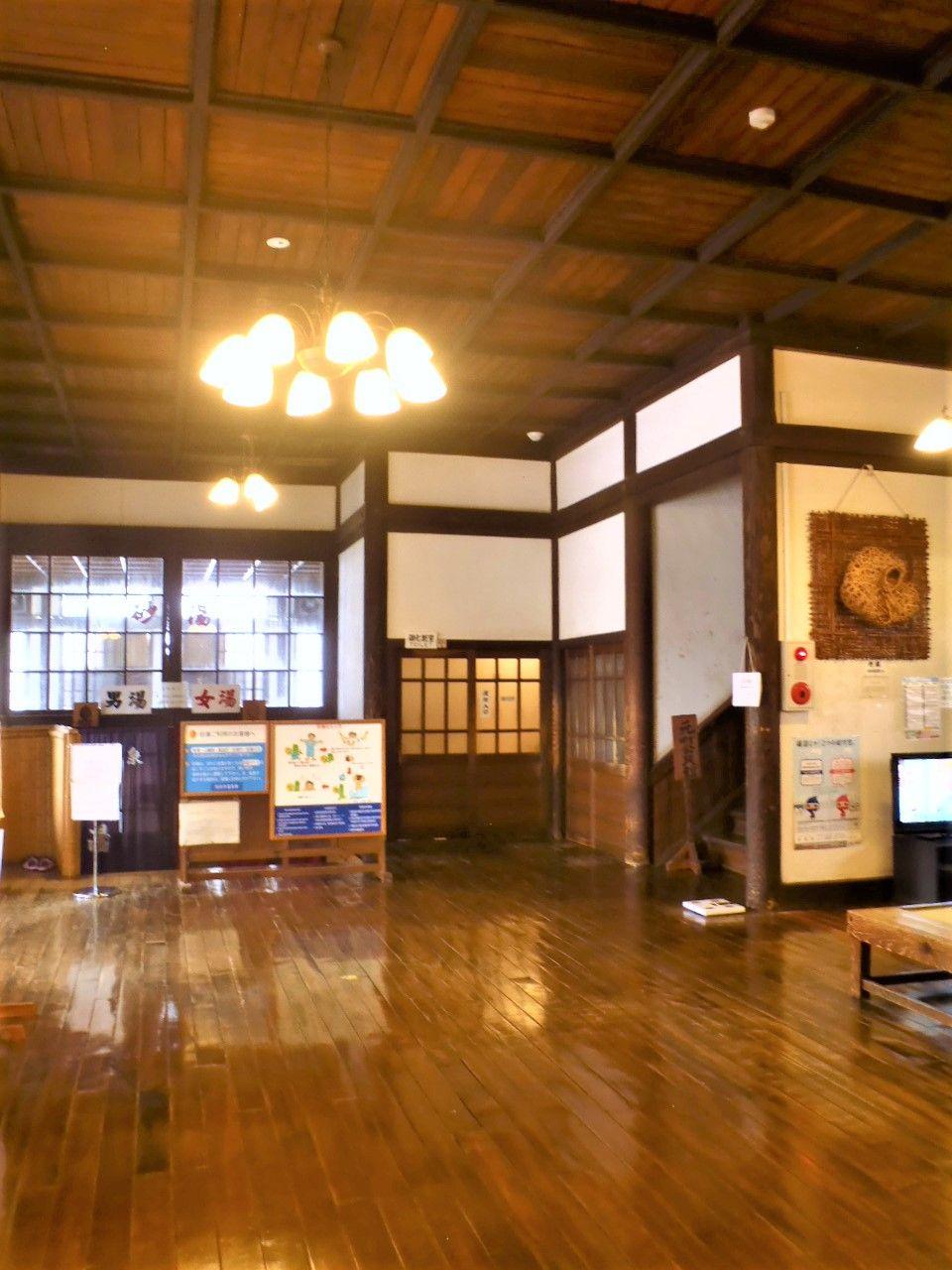 別府温泉のレトロ建築代表格「竹瓦温泉」