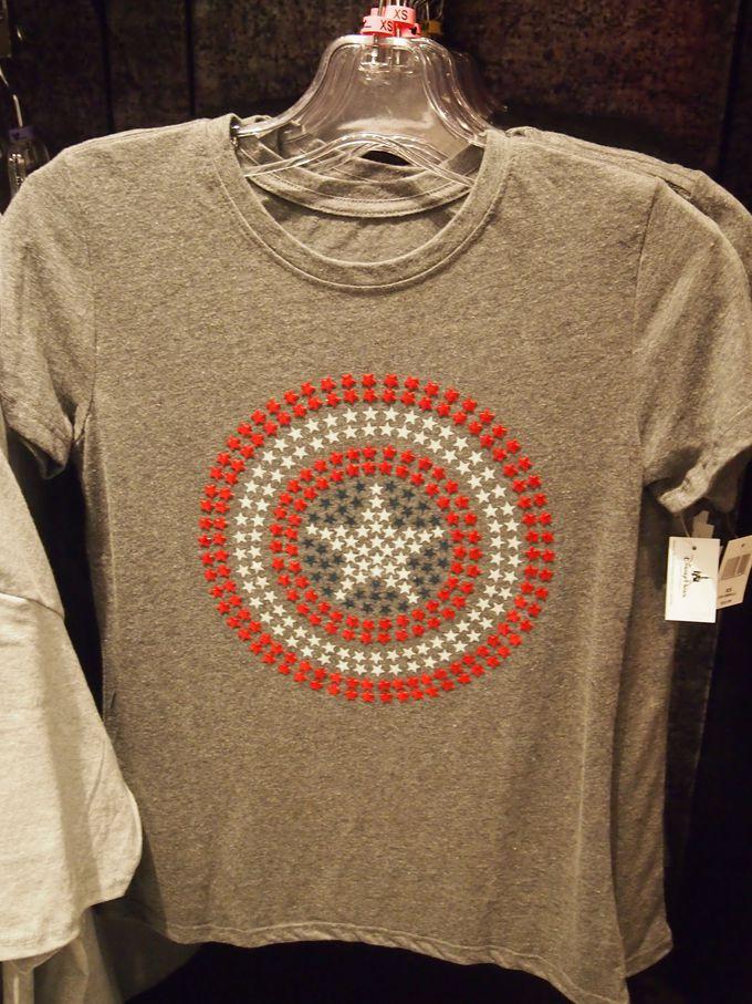 可愛いうえにカッコいい、70年代のテイストたっぷりのTシャツは外せない!