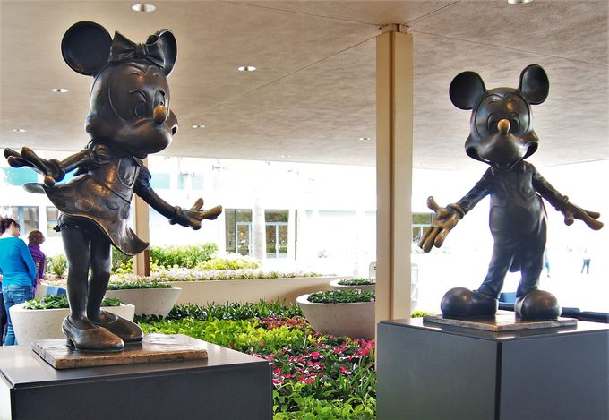 直営ホテル(1)入り口から素敵!「ディズニーランド・ホテル」