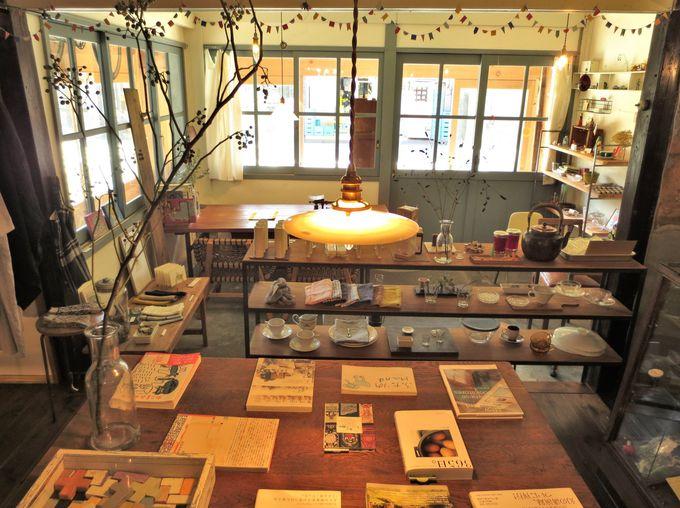 築100年以上の長屋がシャビーシックな雑貨カフェに変身「Banon」