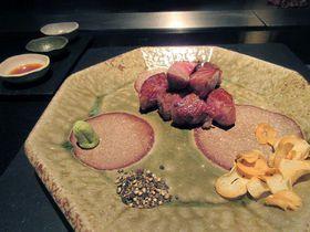 枯山水と東京都心の景色を楽しめる京王プラザホテルの鉄板焼「やまなみ」|東京都|トラベルjp<たびねす>