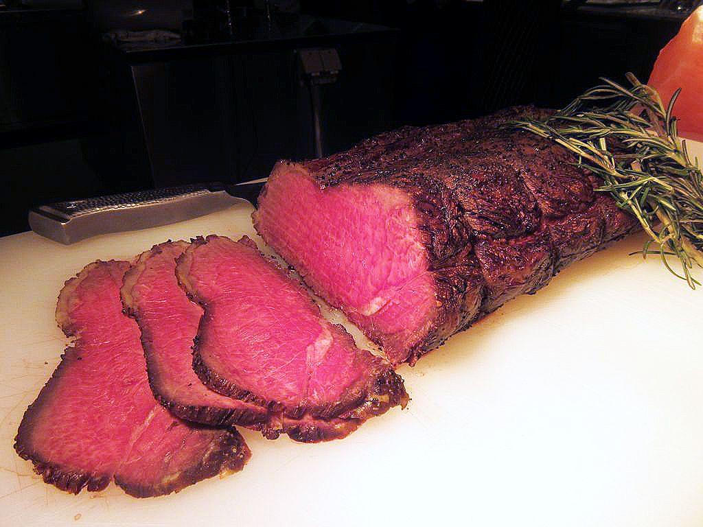 ダイナミックな肉料理