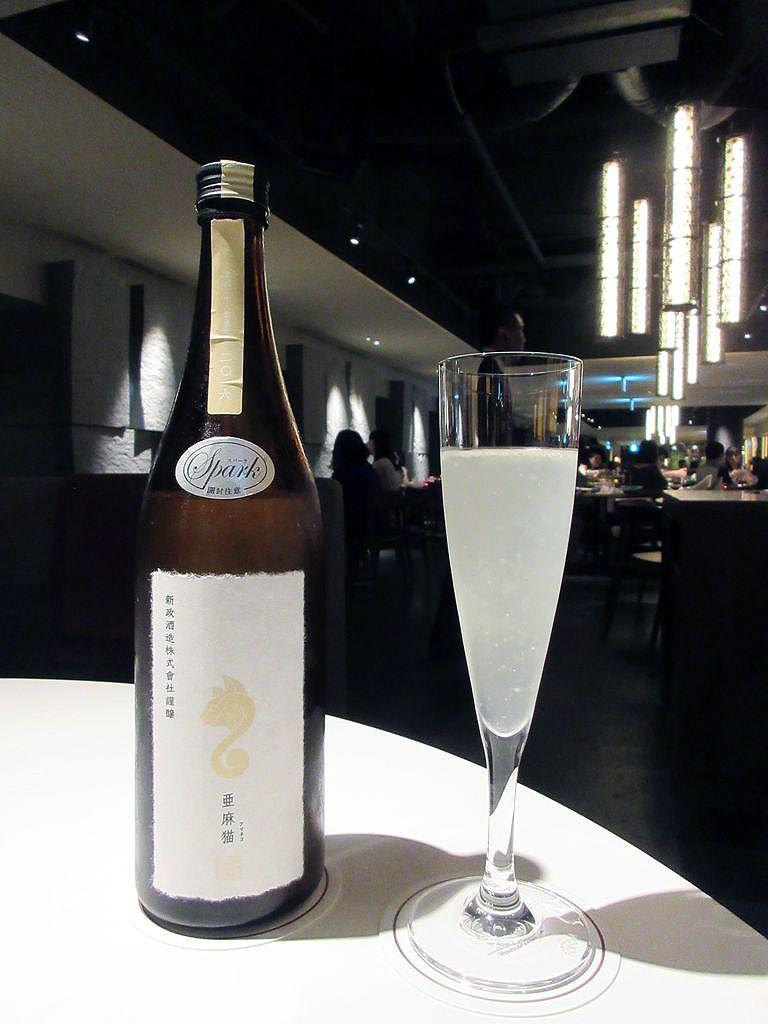 充実した日本酒とリーズナブルなワイン