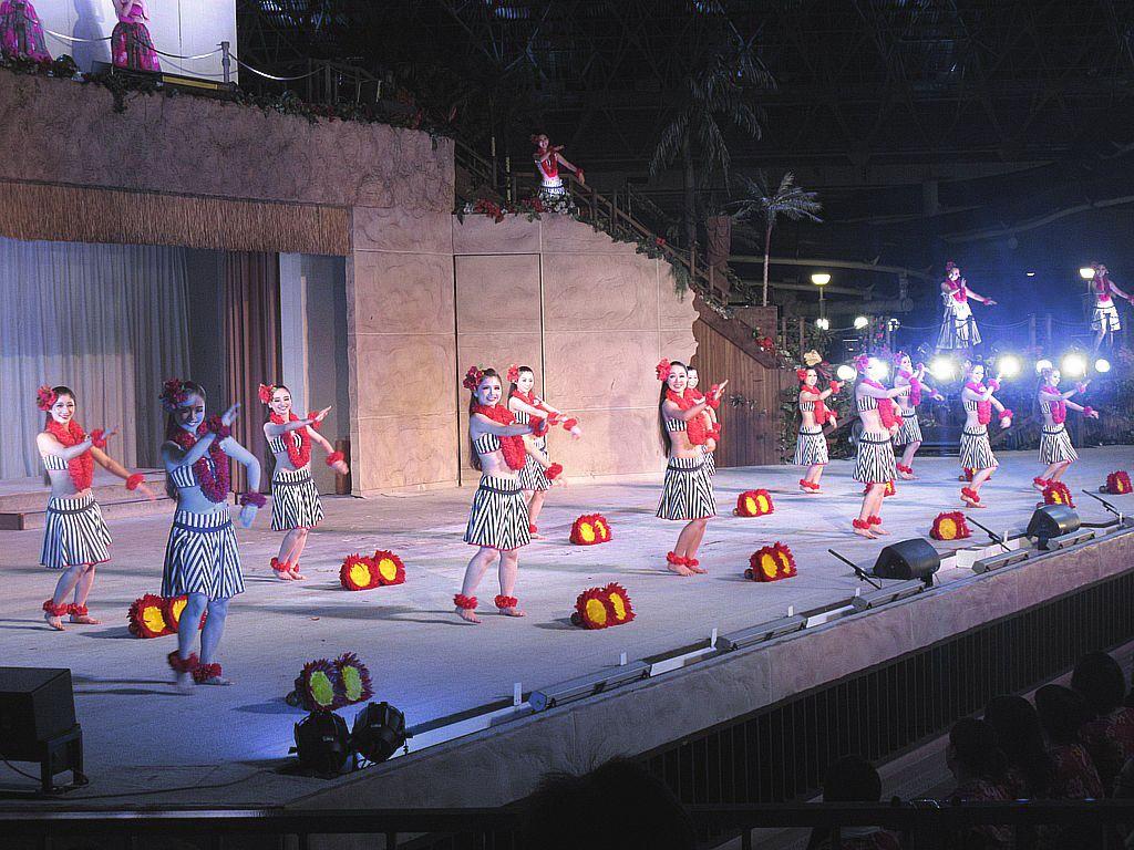 スパリゾートハワイアンズの魅力を紹介!フラショーやブッフェ、日本最長スライダーまで