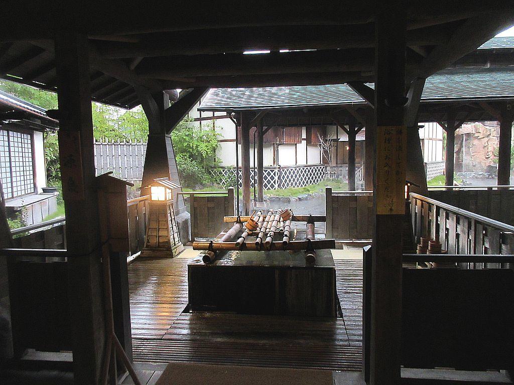 日本最大級の露天風呂や人気のお土産