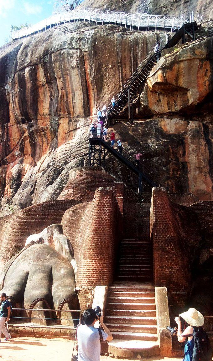 最後の階段「頂上まで続くなが〜い階段」