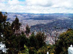 願いも叶う絶景スポット「モンセラーテの丘」からボゴタの街を一望