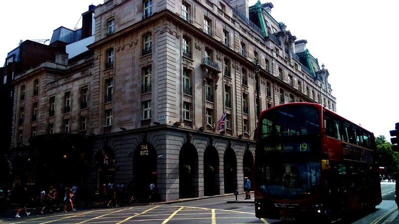 ピカデリー通りを西へ!ロンドン有名スポットとハイドパークを巡るお手軽お散歩コース