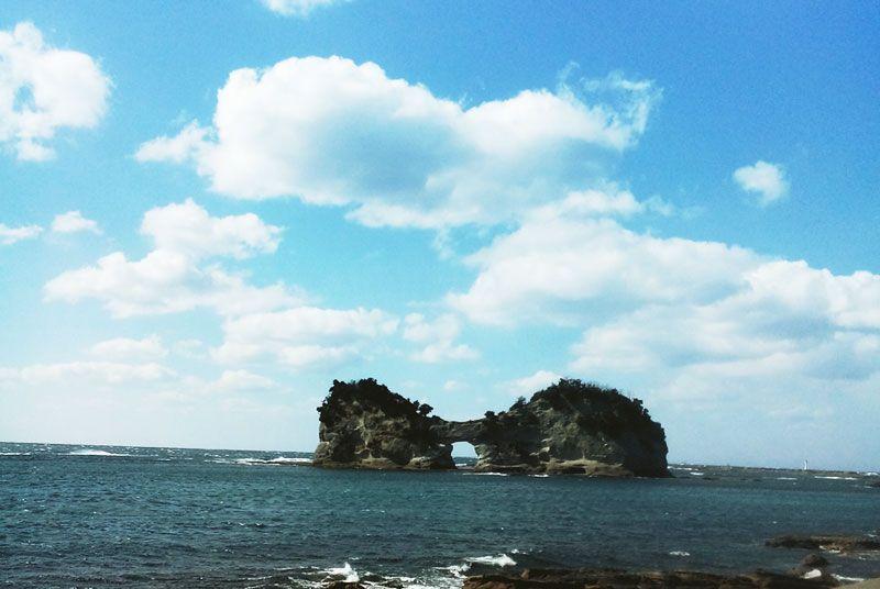 日本の夕陽100選にも選ばれている『円月島』