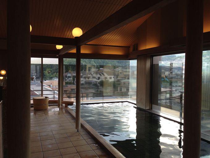 比叡山を見ながら温泉に浸かる