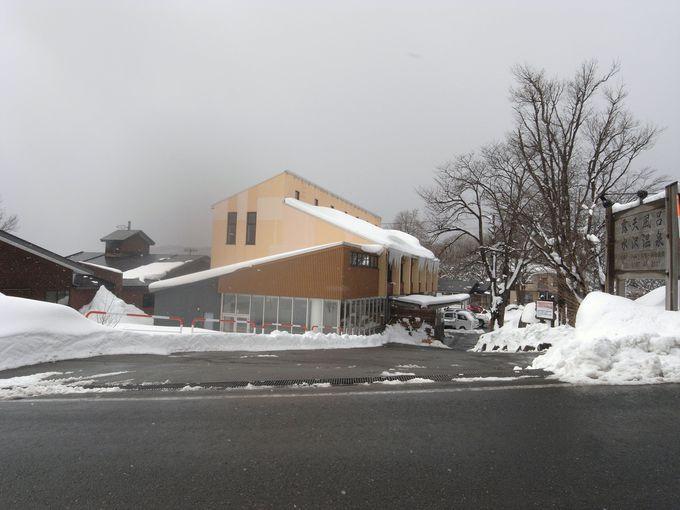 バス停の目の前!水沢温泉郷の中心的施設