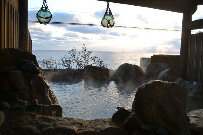 笹色の独自源泉を使用した露天風呂